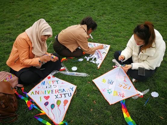 相约春天,放飞纸鸢――国际学生中国节之四月纸鸢活动成功举办