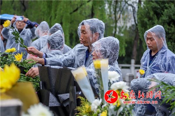 """安康市举行""""学党史 祭先烈 立宏志""""活动"""